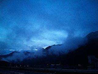 雲の中へ…